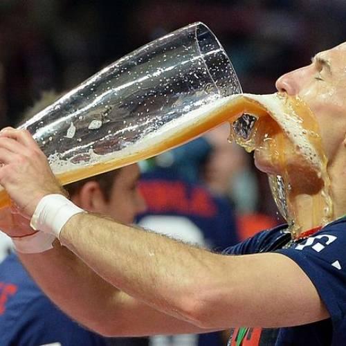 ФИФА поддерживает продажу спиртного- а мы НЕТ!!